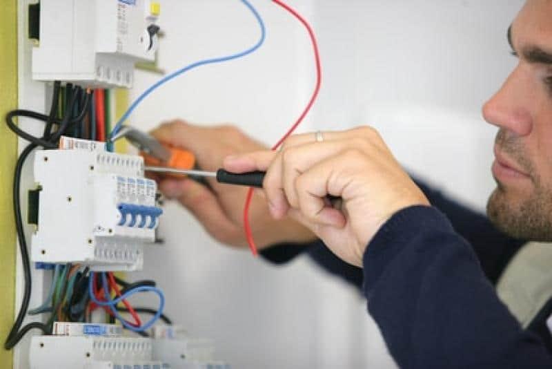 Ouvrier électricien